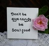 Tavla i trä, Don´t be eye candy be soul food, 15x15x4 cm