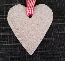Hjärta i betong som man kan hänga, 10x9cm